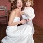 portrait de la mariée et sa petite fille