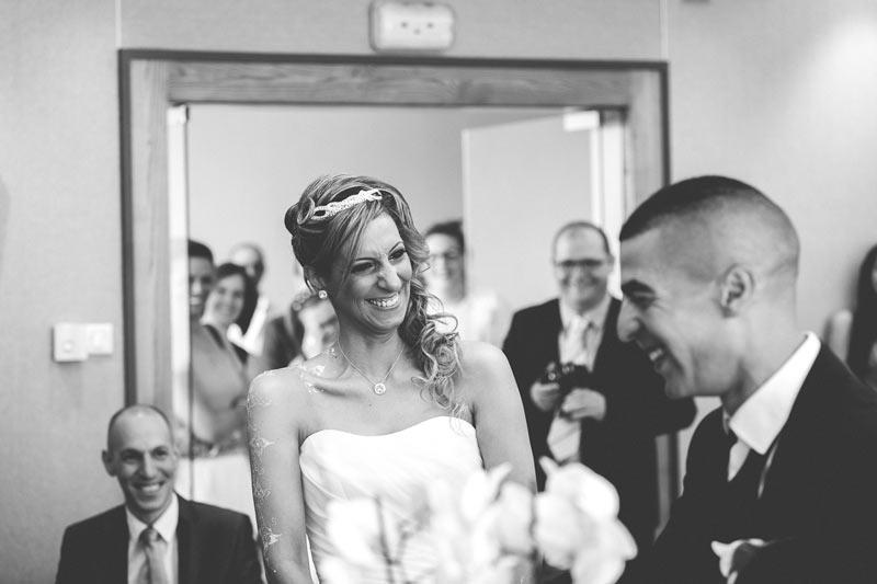 fou rire des mariés pendant la cérémonie civile en lorraine