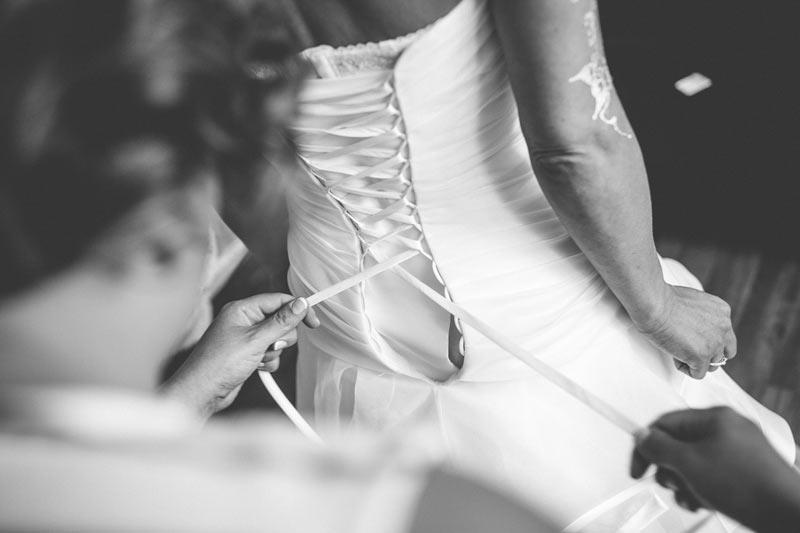 le lacage de la robe