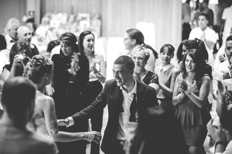 les mariés ouvre le bal avec la première danse