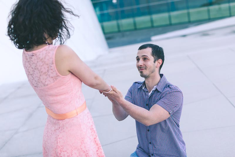 man proposed to his girlfriend