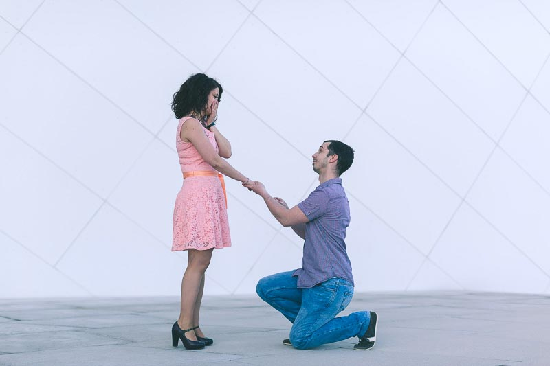the photographer captures the moment when the man proposes to his girlfriend
