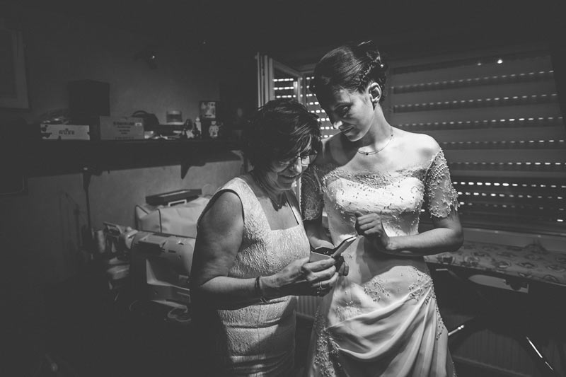 the photographer captures a moment of complicity between daughter and mother