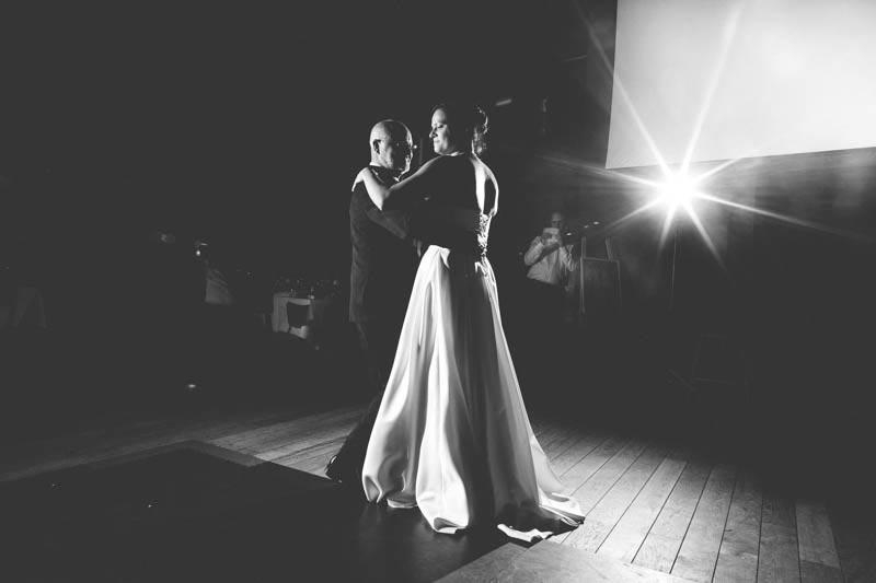 la mariée danse avec son papa