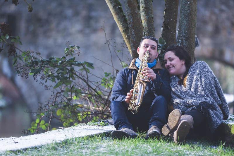 joueur de saxophone sous un arbre à clausen
