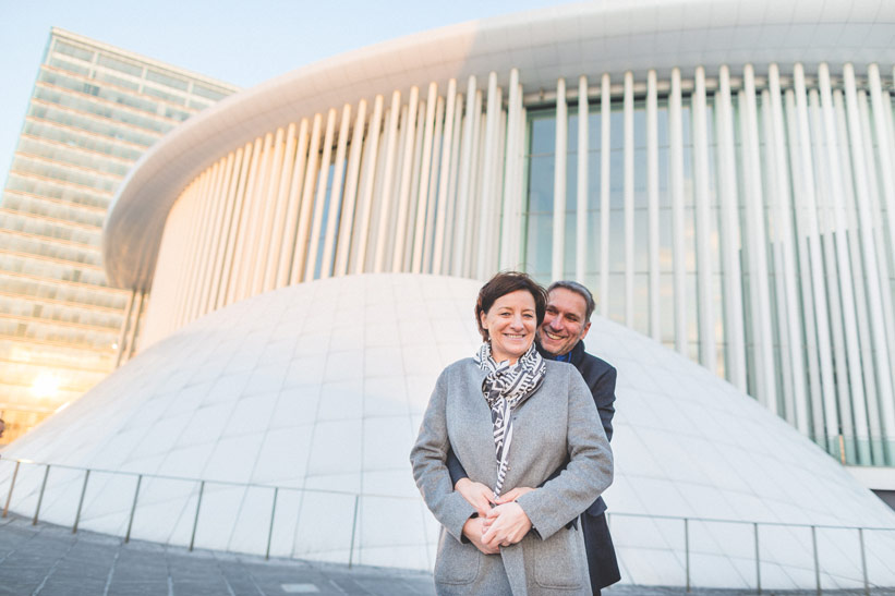 couple posing in front of the philharmonie