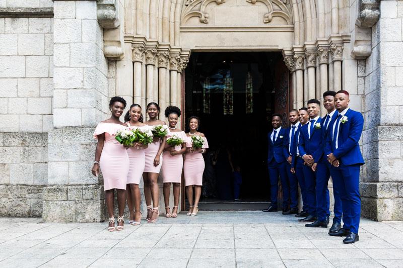 allée des témoins pour acceuillir les mariés à l'église