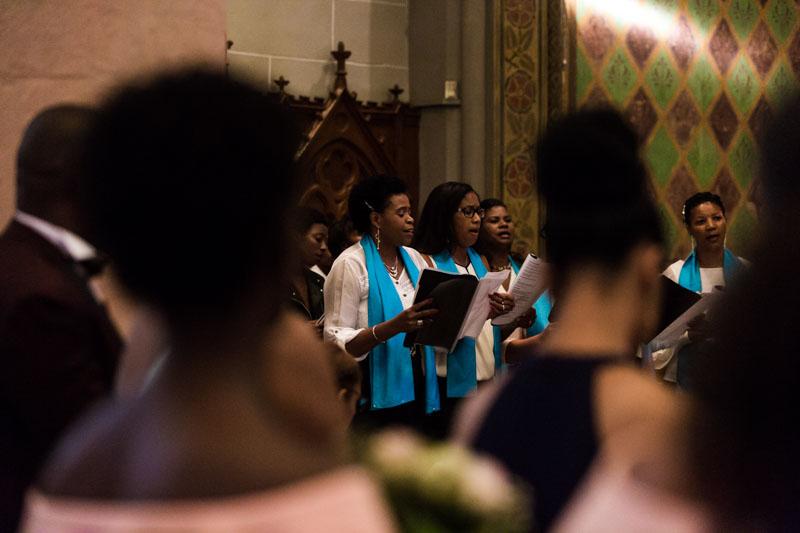 choeur gospel chante dans une église de luxembourg