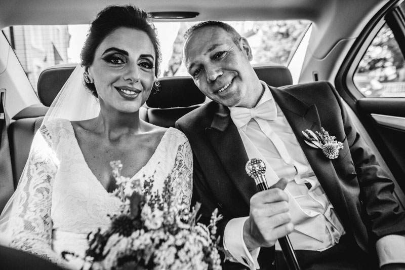 bride and groom in a mercedes