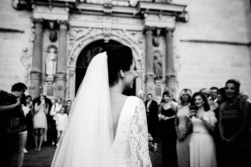 newlyweds at the luxembourg notre dame church