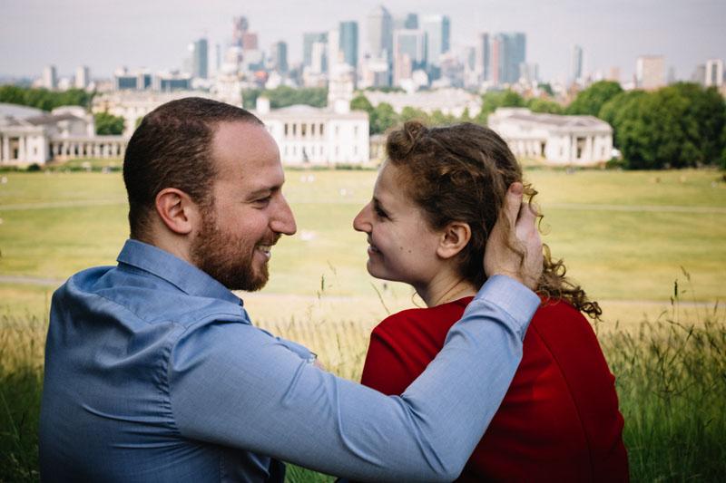 jewish couple posing in london