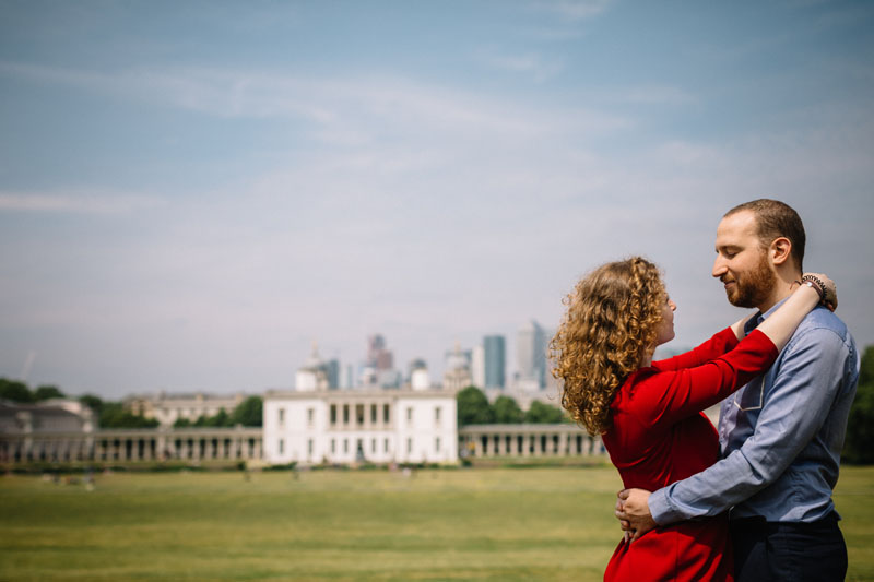 engagement session in front of greenwich museum