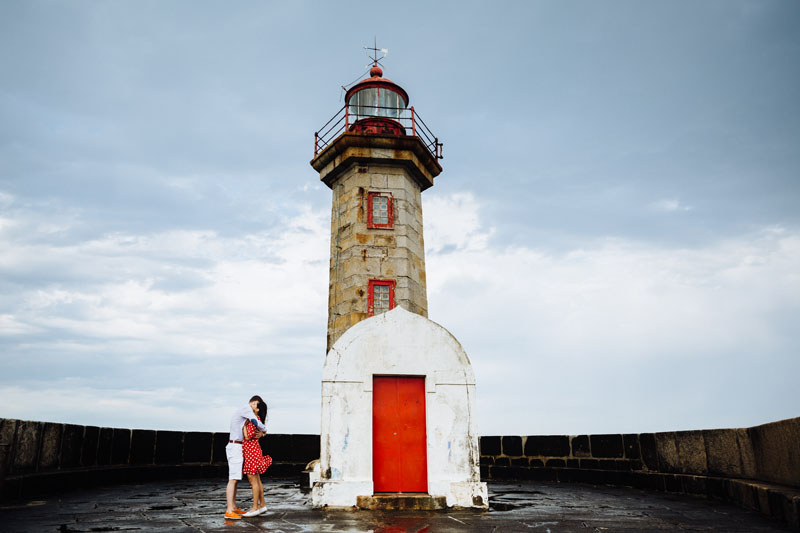 engagement photo session at Felgueiras lighthouse