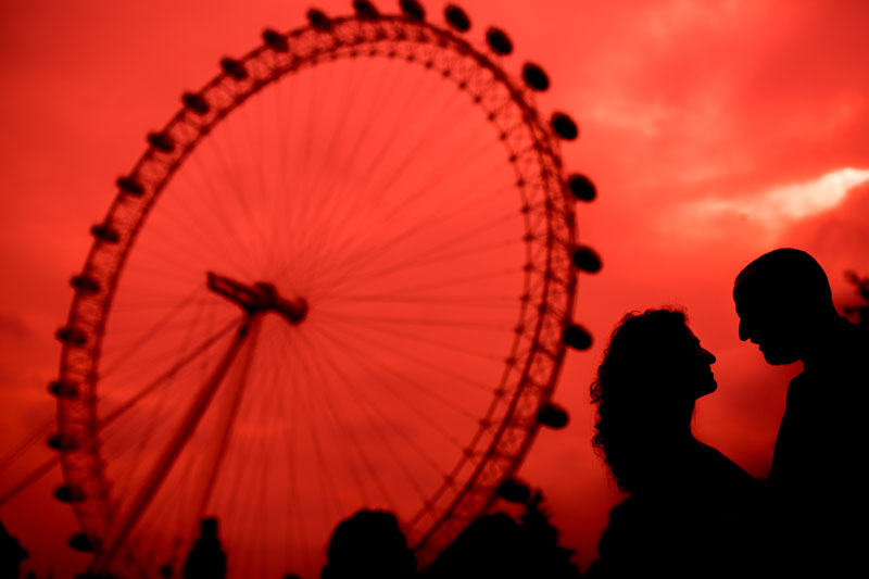 great red photo of the london eye