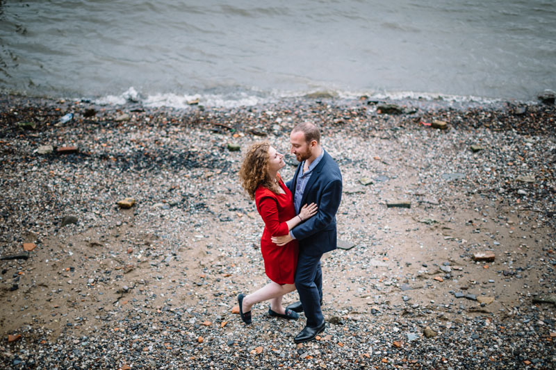 couple kissing on the Thames river bank
