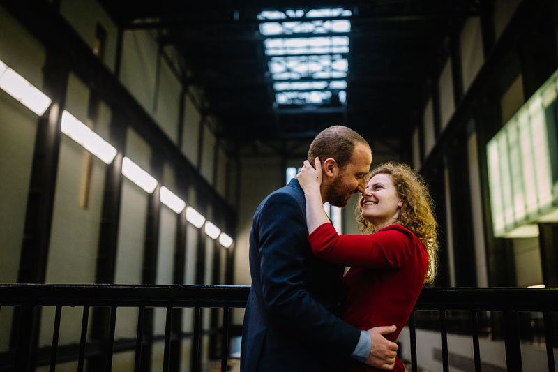 engagement session at the Tate museum London