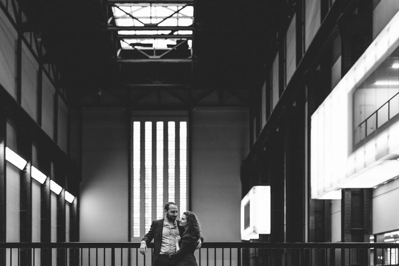 black and white photo of engaged couple inside the Tate museum