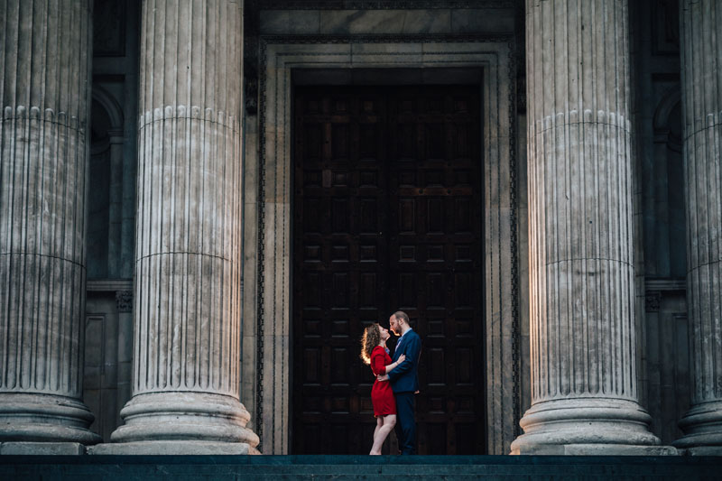 couple posing at Saint Paul Cathedral