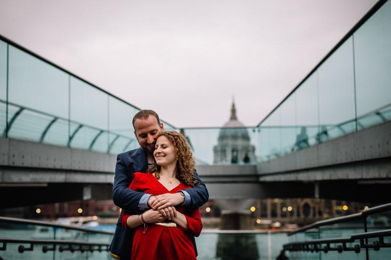 couple posing under the Millenium bridge London