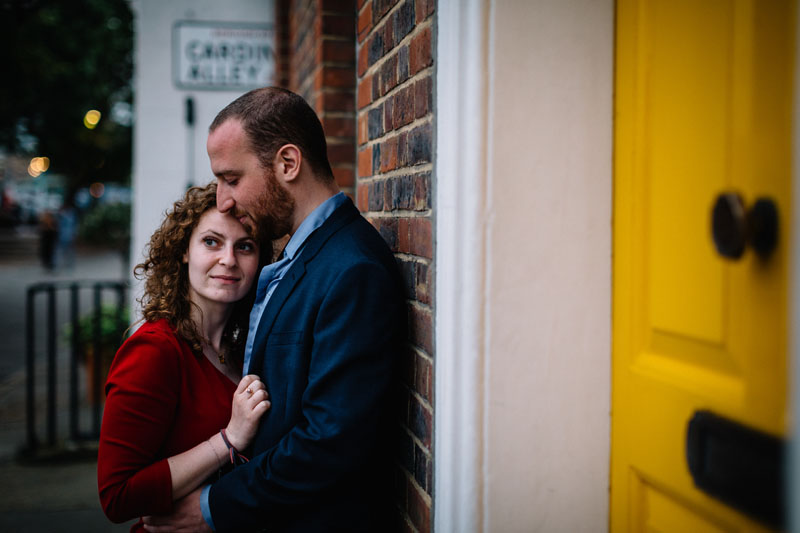 couple getting engaged in Southwark
