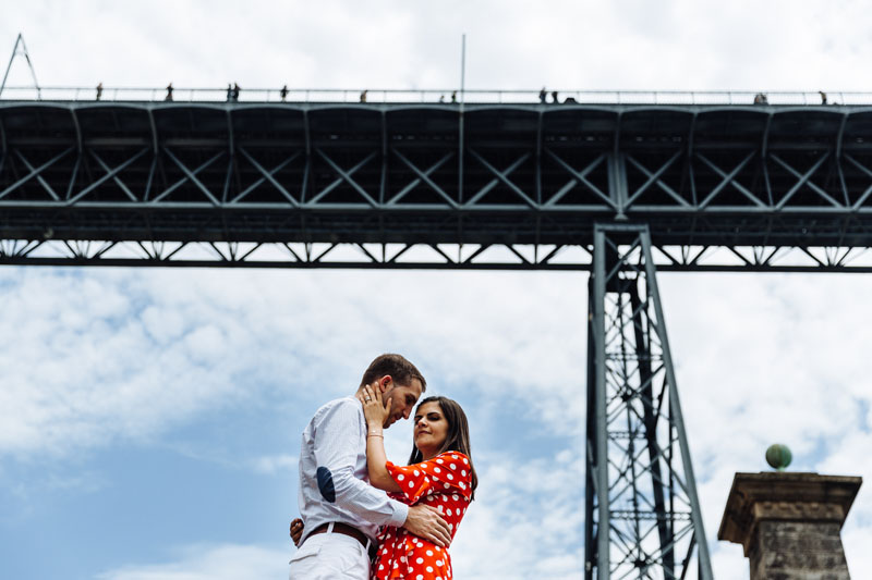 couple kissing under Dom Luis bridge