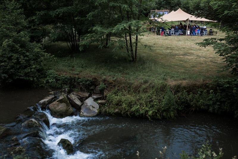 cérémonie de mariage laique dans un jardin
