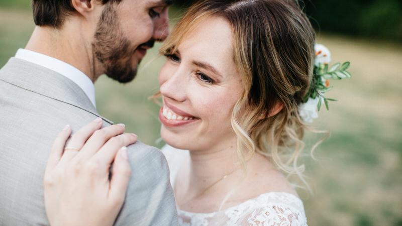 photo de couple à la ferme du Grand Chemin dans les Yvelines