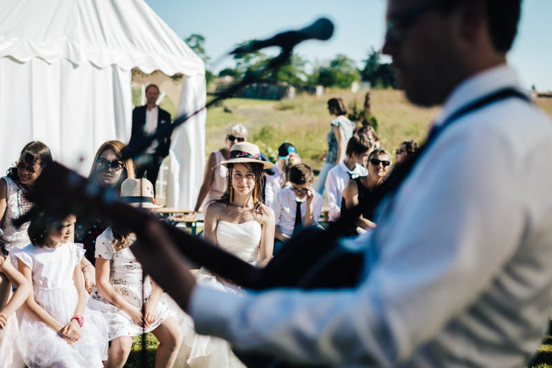 groom singing for the bride